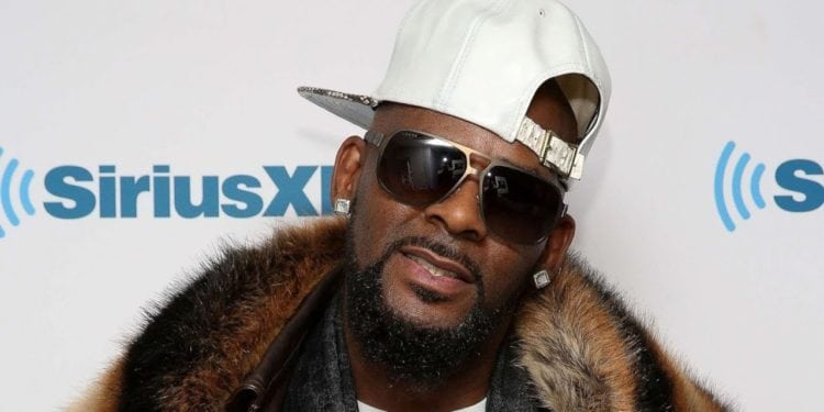 r kelly claps back at accusers