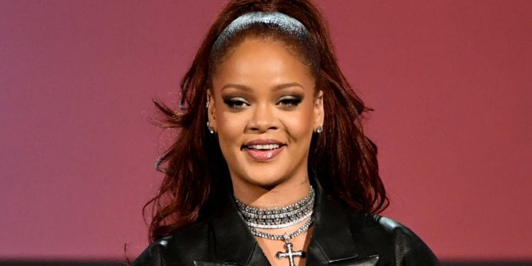 NAACP Awards Honors Rihanna!!!!!